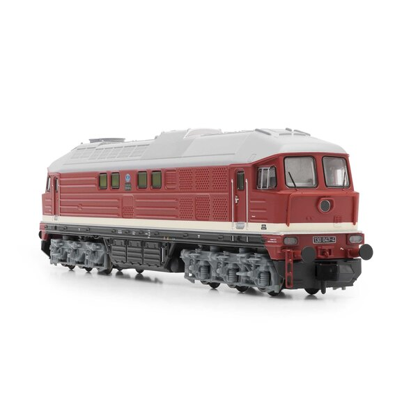Diesel locomotive class 130 of the DR, red, Ep. IV