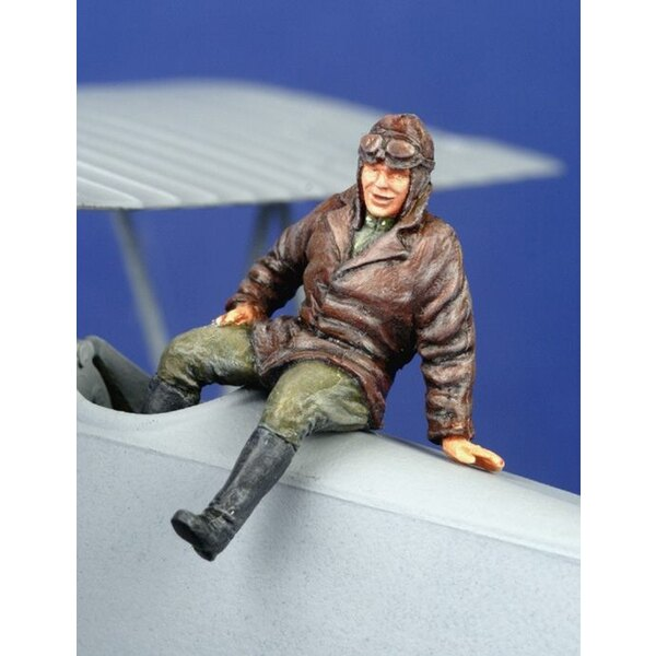 1 x WWI pilot seated outside aircraft (on wing or fuselage)